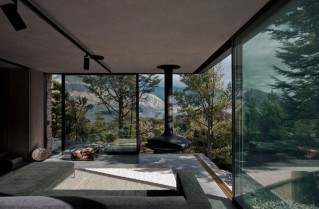 Mountain-Retreat-by-Fearon-Hay-Architects-Floor-To-Ceiling-Windows